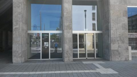 Eingang am Rathaus I