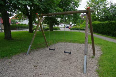 Schaukel auf dem Spielplatz