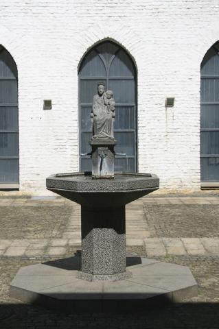 Rasche, Ernst: Marienbrunnen; Foto: Kunstmuseum Mülheim an der Ruhr 2009.