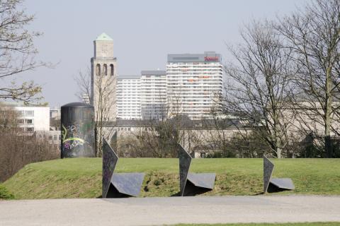 Koch, Diethelm: Drei Quadrate, Foto: Kunstmuseum Mülheim an der Ruhr/ Ralf Raßloff 2008 © VG 2020 Bild-Kunst, Bonn.