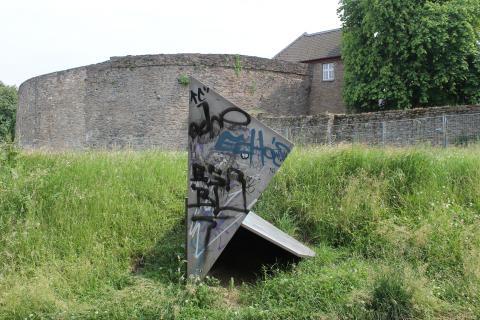 Koch, Diethelm: Drei Quadrate, Detail mit Verschmutzungen, Foto: Kunstmuseum Mülheim an der Ruhr 2011.