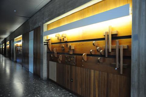 Koch-Gierlichs, Alice: Wandgestaltung/ Holzrelief; Foto: Kunstmuseum Mülheim an der Ruhr 2013.