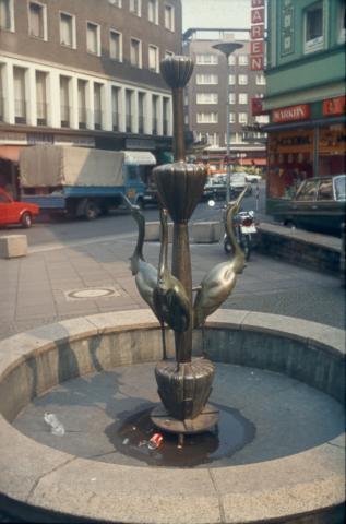 Kühn, Herbert: Reiherbrunnen 1962; Foto: Kunstmuseum Mülheim an der Ruhr um 1980.