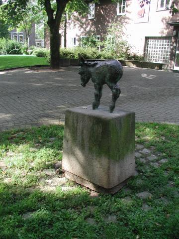 Kühn, Herbert: Esel - Ansicht von hinten/ seitlich, Foto: Kunstmuseum Mülheim an der Ruhr 2001.