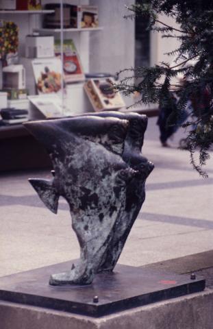 Kühn, Herbert: Skalare-Brunnen, ursprünglicher Standort MH-Innenstadt (Löhberg), Foto: Kunstmuseum Mülheim an der Ruhr, um 1990 (?).