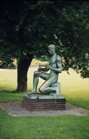Lickfeld, Hermann: Bogenschütze, Standort Luisental zw. 1950 und 2011; Foto: Kunstmuseum Mülheim an der Ruhr o.J. (2001?).