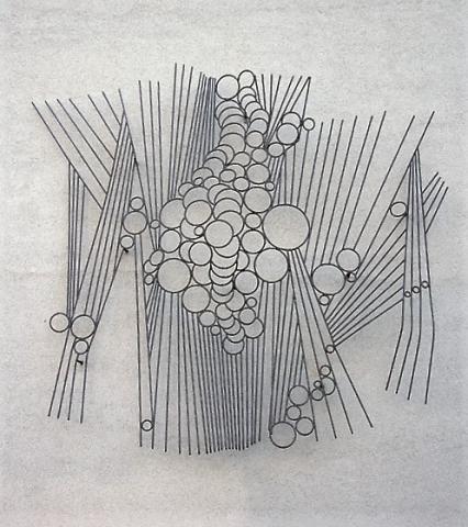 Liebsch, Otto Georg: o.T. (abstraktes Stahlrelief, Aufhängungssituation an Wand des Schulgebäudes (?), Foto: Kunstmuseum Mülheim an der Ruhr 2007.