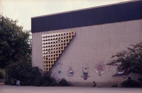Liebsch, Otto Georg: o.T. (abstraktes Stahlrelief, Zustand vor 2001), Foto: Kunstmuseum Mülheim an der Ruhr o.J. (vor 2001).
