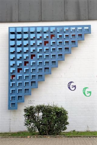 Liebsch, Otto Georg: o.T. (abstraktes Stahlrelief, Zustand 2007), Foto: Kunstmuseum Mülheim an der Ruhr 2007.