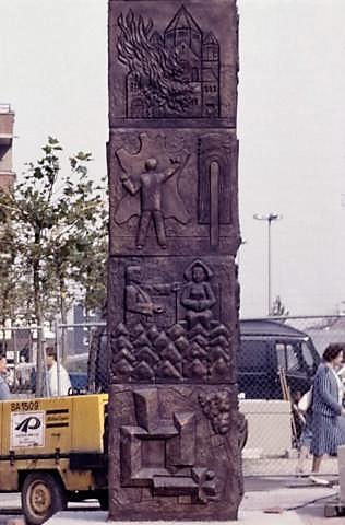 Liesen, Wolfgang: Stadtsäule; Foto: Kunstmuseum Mülheim an der Ruhr, um 1990 (?).
