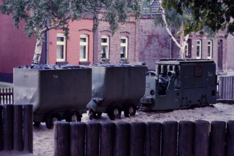 Kohlenzug; Foto: Kunstmuseum Mülheim an der Ruhr, vor 2001 (digitalisiertes Foto).