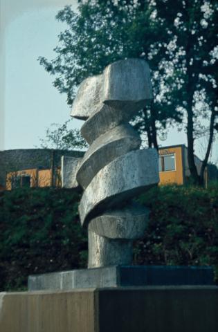 Prasse, Karl: Bewegung und Gegenbewegung, Zustand um 1990; Foto: Kunstmuseum Mülheim an der Ruhr o.J.