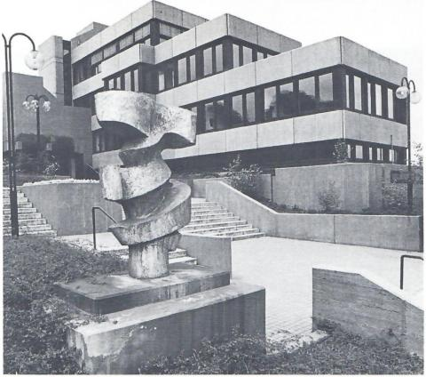Prasse, Karl: Bewegung und Gegenbewegung, Zustand 1995; Foto aus: Mülheimer Jahrbuch 1995, o.S.