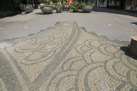 Rasche, Ernst: Brunnen- und Platzgestaltung, Kreuzung Schloßstraße/ Löhberg, Detail der Plasterung; Foto: Kunstmuseum Mülheim an der Ruhr 2016.