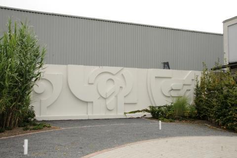 Reihl, Friedebert: Relief am Naturbad Styrum, Foto: Kunstmuseum Mülheim an der Ruhr/ Ralf Raßloff 2008.