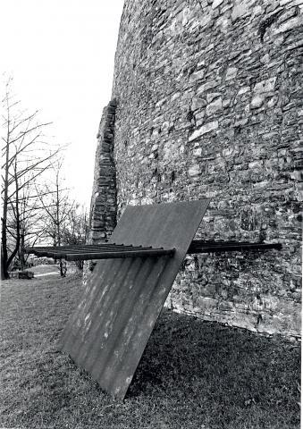 Uematsu, Keiji: Rammbock; Foto: Kunstmuseum Mülheim an der Ruhr 1982.