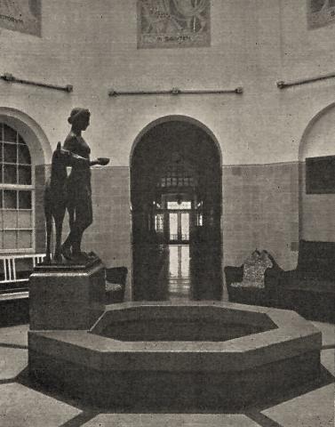 Janssen, Ulfert: Badehalle des Solbad Raffelberg mit Hygieia-Skulptur, Foto: Mülheimer Jahrbuch 1959, S. 116.