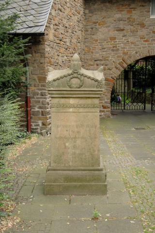 Gedenkstele für Gerhard Tersteegen; Foto: Kunstmuseum Mülheim an der Ruhr 2007.