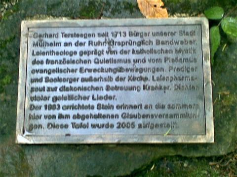 Gedenkstein für Gerhard Tersteegen, Detail: Infotafel; Foto: Kunstmuseum Mülheim an der Ruhr 2007.