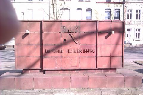 Lickfeld, Hermann: Gedenkstein, Zustand 2012; Foto: Kunstmuseum Mülheim an der Ruhr 2012.