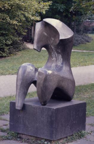 Prasse, Karl: Sitzender Torso, Foto: Kunstmuseum Mülheim an der Ruhr (1980er?).