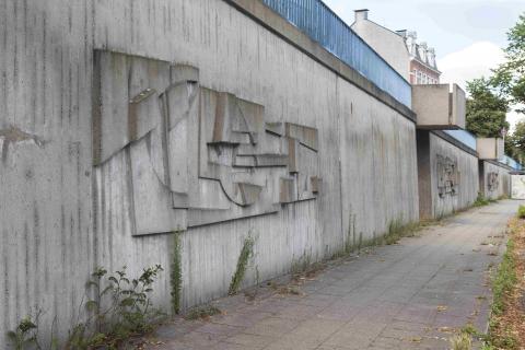Siepmann, Heinrich: Betonreliefs am Ruhrufer, Gesamtansicht, Foto: Kunstmuseum Mülheim an der Ruhr/ Ralf Raßloff 2020.