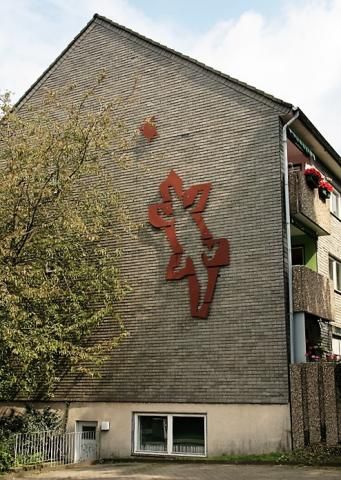 Adelmann, Gerd: Wandbild an Wohnhaus, Kruppstr. 54, Foto: Kunstmuseum Mülheim an der Ruhr/ Ralf Raßloff 2008.