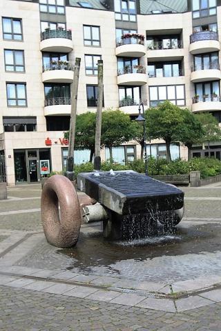 Almstadt, Otto: o.T. (Brunnen auf dem Berliner Platz), Foto: Kunstmuseum Mülheim an der Ruhr, 2007.