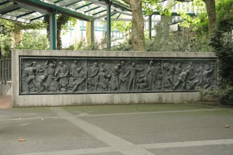Calandrelli, Alexander: Rheinland-Relief, Foto: Kunstmuseum Mülheim an der Ruhr/ Ralf Raßloff 2008.