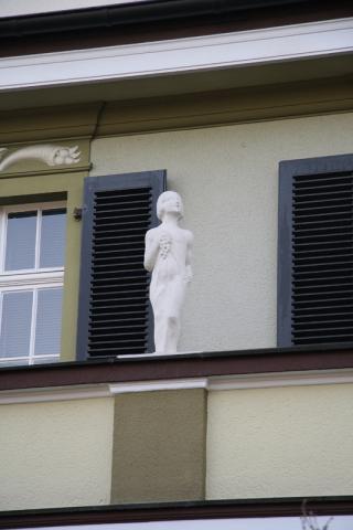 Lickfeld, Hermann: Mädchen (mit Weintrauben, nach oben blickend); Foto: Kunstmuseum Mülheim an der Ruhr 2006.
