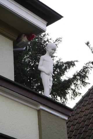 Lickfeld, Hermann: Junge (mit Lendentuch, nach unten blickend); Foto: Kunstmuseum Mülheim an der Ruhr 2006.