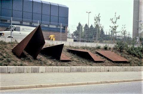 Schwickerath, Peter: Faltung, Zustand/ Standort 1983; Foto: Kunstmuseum Mülheim an der Ruhr (digitalisierte Fotografie) vor 2001.