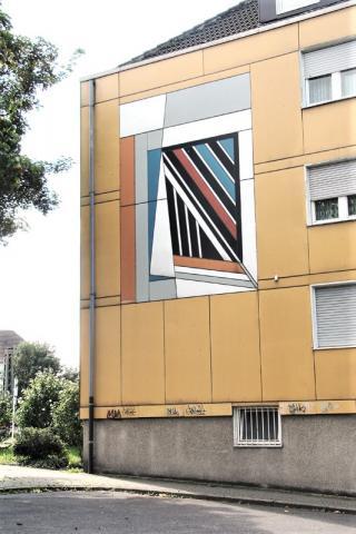 Siepmann, Heinrich: Abstrakte Fassadengestaltung (Heissener Str./ Ecke Rückertstr.); Foto: Kunstmuseum Mülheim an der Ruhr 2009.)