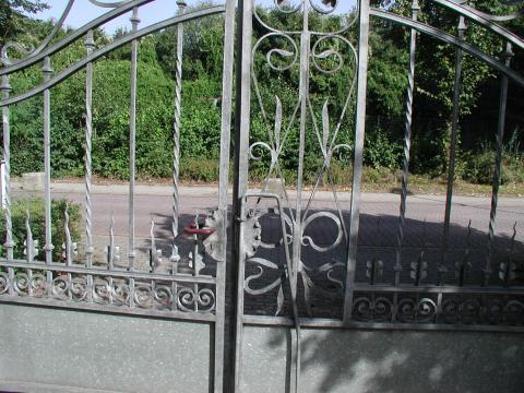 Wyland, Carl: Gartentor (Eingang zur Feldmannstiftung), Detail; Foto: Kunstmuseum Mülheim an der Ruhr 1999.