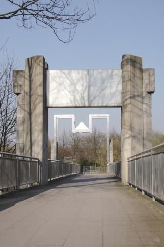 Rasche, Ernst: Kfar-Saba-Brücke, Foto: Kunstmuseum Mülheim an der Ruhr/ Ralf Raßloff 2008.