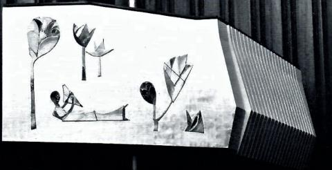 Grabenhorst/ Jünger/ Mergenthal: Gestaltung der Logenwangen im Konzertsaal der Stadthalle - Detail; Foto: Mülheimer Jahrbuch 1976, S. 207.