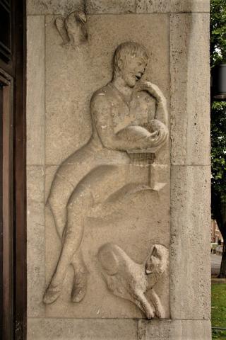 Meller, Willy: Relief am Portal der Realschule Stadtmitte, rechts, 1925-1928.