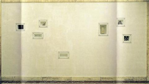 Pallanca, Heike: Ort des Gedenkens, Installation an der Außenwand des ehemaligen Sparkassengebäudes, 2001-2008.