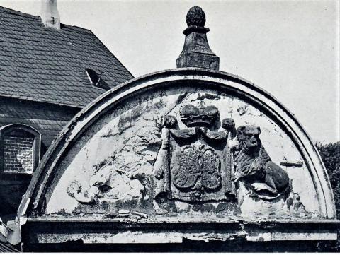 Relief am Schloß Broich: Giebel im Neubau von 1789 (1789); Foto: Mülheimer Jahrbuch 1976.
