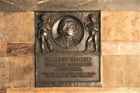 Hoselmann, Willy: Gedenktafel Hubert Engels, 1926 (?), Foto: Kunstmuseum Mülheim an der Ruhr 2016.