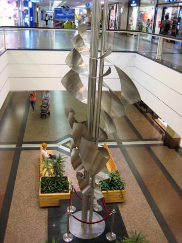 Brüll, Will: Skulptur in Shopping-Mall (Rhein-Ruhr-Zentrum); Foto: Kunstmuseum Mülheim an der Ruhr 2017.