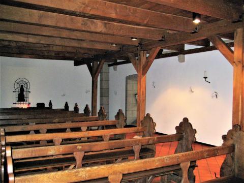 Hirsch, Ursula: Kreuzweg in Klosterkirche, Raumansicht, Foto: Kunstmuseum Mülheim an der Ruhr 2015.