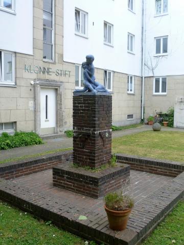 Lickfeld, Hermann: Balgende Knaben (Brunnenfiguren; Klönnestift); Foto: Kunstmuseum Mülheim an der Ruhr 2011.