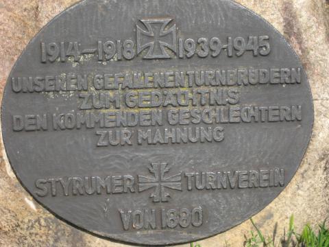 Gedenkstein für die gefallenen Mitglieder des Styrumer Turnvereins; Foto: Kunstmuseum Mülheim an der Ruhr 2017.