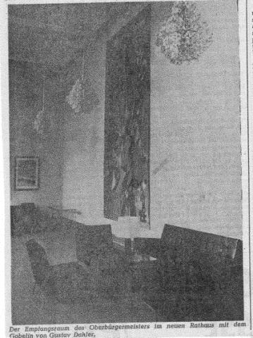 Dahler, Gustav: Wandteppich, Ansicht in situ am ursprünglichen Standort im Empfangssaal des Rathauses 1965; Foto: Ruhr Nachrichten 26.11.1965.