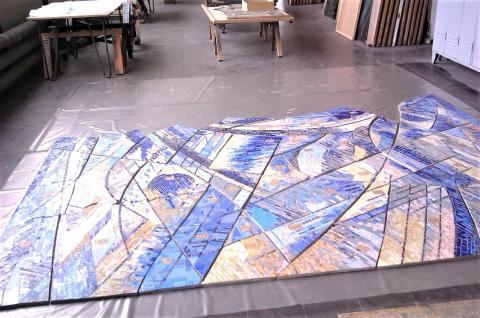 Siepmann, Heinrich: Spiralnebel - während der Restaurierungsarbeiten in den Glaswerkstätten Derix; Foto: Kunstmuseum Mülheim an der Ruhr 2013.