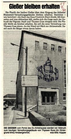 """Deus, Willi: Relief an Außenwand """"Die Gießer"""", ehem Standort, Foto: Zeitungsartikel um 1950."""